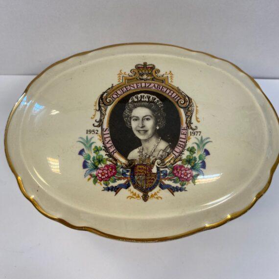Kuriózum, 3 db gyűjtői porcelán doboz az angol királyi családról