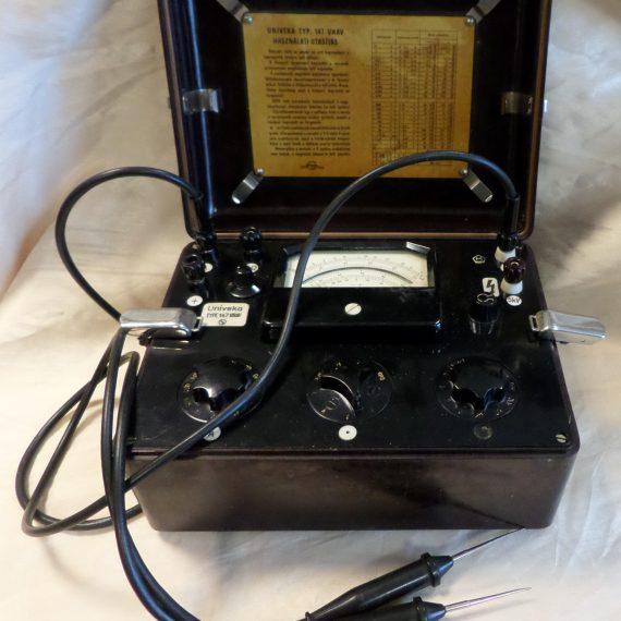 Feszültségmérő műszer
