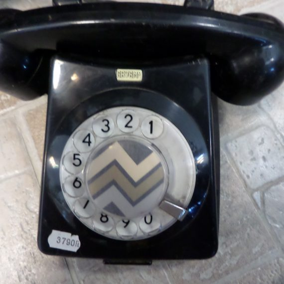 Retro fekete tárcsás telefon