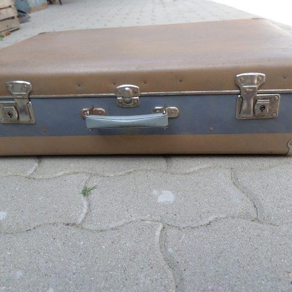 Retró cseszlovákiai bőrönd